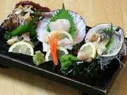 人気No.1 地元で獲れる帆立貝・北寄貝・つぶ貝などで盛り付けます。