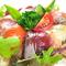 料理人が管理し、育てている新鮮な野菜をお客様に
