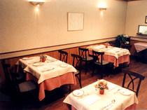 16席の小さなレストラン