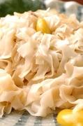 あん肝と秘伝のタレと味噌でつくったベースを使う伝統的な茨城のあんこう鍋。 鮟鱇の刺身・唐揚げ等も。