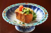 北海道・青森県から上質な鮟鱇を仕入れております。 あん肝は特大! 味わいの濃厚さは鍋に入れても感じます