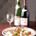 和の食材やアジア料理のテイストで取入れた洋風創作料理が人気です。寛いだ雰囲気の二階席は30名様位の宴会が可能。大津駅から徒歩圏内だから、帰りも気にせずお酒もたっぷり楽しめます。