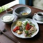 本日のランチ(メインプレート・スープ・ライス) + わらび餅 + お好きなドリンク