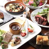 厳選された食材で作るこだわりの料理の数々。