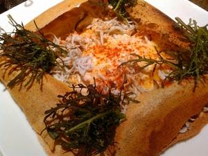 そば粉を使ったピザ風クレープ。人気No.1の北フランスの名物料理