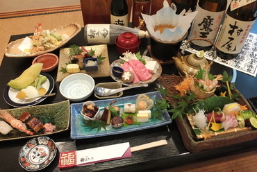 与志乃自慢の会席料理        (写真は5400円税込)