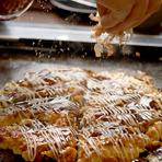 お好み焼き、もんじゃ焼きはもちろん、チヂミ、焼きそばも食べ放題!! テーブルの鉄板で調理するので味付け、焼き加減もお客様の思うがまま!! 常に熱々で食べられるのは鉄板焼きの醍醐味!!