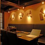 落ち着いた雰囲気の店内で、熱々のお料理が楽しめます。