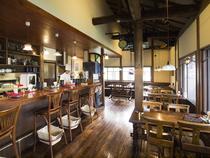 クラシックな空間でゆったりと食事をお楽しみください