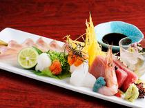 日本海の新鮮な海の幸、職人の技が冴える『お刺身盛り合せ』