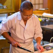落ち着いた店内のお座敷は個室としてもご利用頂けます。(要予約)店主が厳選した最高の北海道の鮟鱇料理と、女将の心温まるおもてなしにリピーターも多いです。ご要望がありましたらお気軽にご相談くださいませ。