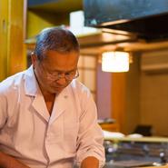 札幌市内の料亭で修業を積み、今やこの道50年。試行錯誤の末、鮟鱇料理の確かな旨さと実直な仕事ぶりが人気の理由です。