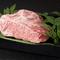 自らが選りすぐった牛肉の、おいしい部位だけを召し上がれ