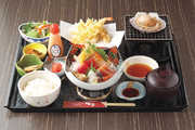 旬の刺身盛り合わせ、天麩羅盛り合わせ、サラダ、小鉢、ご飯、汁、香物※写真はイメージです。