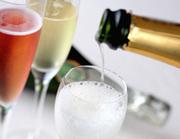 極上の赤ワインから、カジュアルな白ワイン、シャンパンなど幅広くとり揃えています。