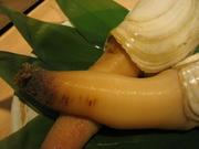稚貝を採取して養殖したものと、稚貝をある程度まで育てて海に放流する「地まき」という方法があります。