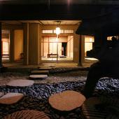 日本庭園に続く個室で、心なごむひとときを。