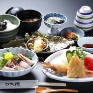 酢もずく お造り盛り合わせ 大アサリ 海老・魚フライ 茶碗蒸し 食事 オープン以来変わらぬ味です。