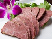 半生タイプのジャーキーは、普通のハードタイプと比較しても、ひと味ちがう味わいで絶品です。