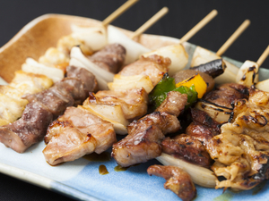 ブランド鶏の珍味も並ぶ『焼き鳥盛り合わせ』