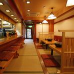 店内は一面畳に覆われた和のぬくもりに溢れて、居心地のよい座敷とカウンター、掘りごたつの個室も完備しております。