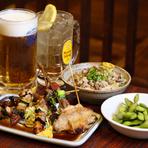 愛嬌たっぷりの笑顔に人が集まる酒場でビール片手にまずは乾杯!