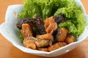 土佐料理の新名物として人気のウツボは、白身で淡泊な味わい。独特の歯応えとゼラチン質をご堪能ください。