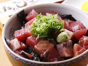 土佐沖の鰹を丼ぶりにしてみました。県内外のお客様に大好評!天然の魚料理を独自の技術で仕上げました。