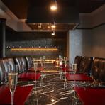 U字型カウンター席の中央に鉄板を配した料理&会話両方お楽しみ頂ける個室「銀杏(いちょう)」と、対面式のテーブル席に鉄板が隣接した、会話重視型の個室「Chef's Table(シェフズテーブル)」4~8名様(共通)