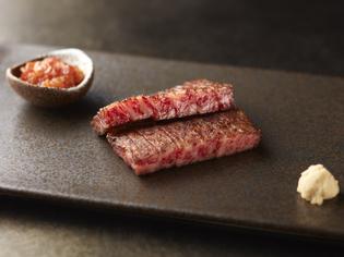 鉄板焼の主役としてふさわしい「神戸牛」と「国産黒毛和牛」