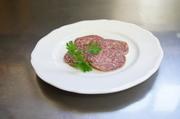 自然食のみで育ったマンガリッツァは赤身が濃く、味わいも濃厚。 お値打ち品です。