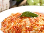 自家製トマトソースとモッツァレラチーズの相性は抜群! RIVISTAの看板メニュー。