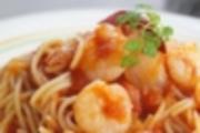 プリップリの小エビがたっぷり! 自家製トマトソースと辛さが人気です。