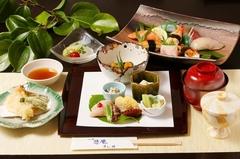 新鮮なねたを使用した特選にぎり寿司をお楽しみ頂ける会席料理です