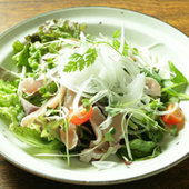 ササミカルパッチョと野菜がいっぱいのサラダ 620円