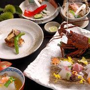 季節の食材を使った京料理をゆっくりとした空間の中堪能できる会席コースもご用意しております。新年会・送別会・歓迎会・女子会・忘年会など、各ご宴会におすすめの京都・ 祇園の和食のお店です。