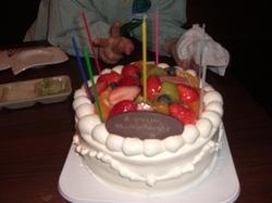 お誕生日や還暦のお祝い等、ケーキもご用意いたします。みんな仲良く、楽しい思い出を作りませんか?