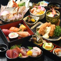 寿司居酒屋ならではの料理内容となっています。寿司職人が握る寿司、目利きで仕入れる鮮魚を楽しめます。