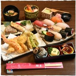 海座の寿司職人が握る寿司をメインに、西京焼きや天ぷらなどの和食を堪能できるコースです。
