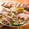 定番串焼きに加えて、豊富な巻物メニューが人気です