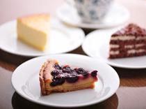 自家製のケーキやデザートで落ち着いた食後のひとときを