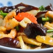 あっさりとした味わいの『海老とニンニクの茎の炒め物』