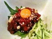 刺身で食べられる新鮮な馬肉なので、柔らかくて美味!特製のタレでお召し上がりください!