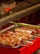 ミニホットプレートの上に運ばれるので、時間がたっても冷めずに美味しく食べることができます。