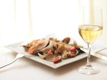 ワイン一杯とお料理一品だけでもお気軽にどうぞ。