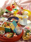 昼のオススメ御膳として体に優しい素材を使い、彩り豊かな器やおかずをお楽しみ頂ける御膳です。 小鉢、椀盛り、造り、焚合、旬物、食事、水菓
