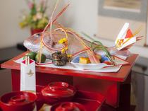 伝統を誇る一流の器で、料理に彩りを添えて