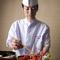 日本料理の最高峰の名店で、腕を磨いた料理長