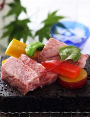 てっさやちり鍋など、旬の味覚をお楽しみください。