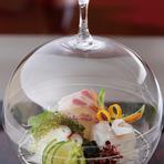 春の野菜に旬の魚介などをバランス良く合わせた特別会席です。和の美食をご堪能ください。
